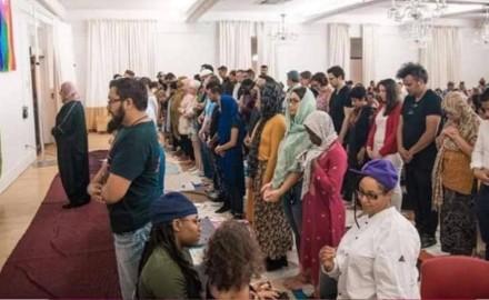 علم المثليين بالمسجد