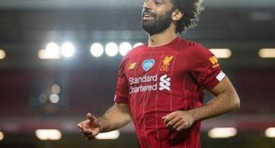 محمد صلاح يحتفل لأول مره مع ليفربول لحصوله علي الدوري الانجليزي