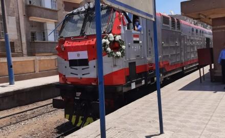 وزير النقل يشهد الانطلاقة الجديدة لقطارات السكك الحديدية عالية المستوى (صور)