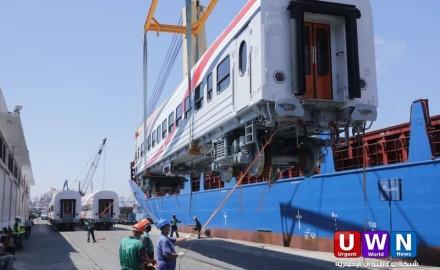 بالصور .. وزير النقل يعلن وصول دفعة جديدة من عربات السكك الحديدية