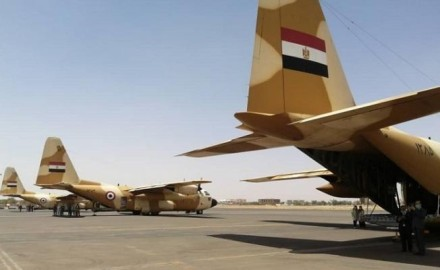 """""""مصر"""" تواصل رحلات الجسر الجوى لإرسال المساعدات بالسودان"""