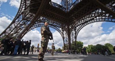 فرنسا ترفع حالة الطوارئ وتخلي منطقة برج «إيفل» لهذا السبب