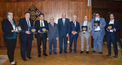 """""""مجلس جامعة طنطا"""" يكرم 5 من أساتذة الطب تقديراً لجهودهم في مواجهة فيروس كورونا"""
