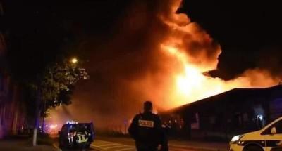 """شاهد .. حريق كبير في مستودع """"لو هافر"""" الفرنسي"""