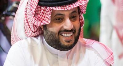 """""""تركي آل الشيخ"""" يداعب """"الهضبة"""" في عيد ميلاده على """"فيسبوك"""""""