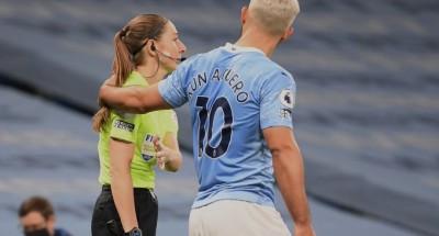 شاهد .. «أجويرو» يتحرش بالحكم المساعد في الدوري الإنجليزي