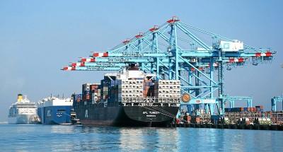"""""""ميناء الإسكندرية"""" يشهد نشاطا في حركة العمل في 24 ساعة الأخيرة"""
