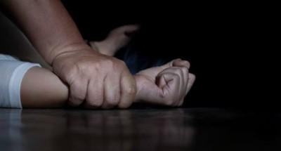 """اغتصاب طفلة على يد والدها وشقيقها :""""أجبراني على معاشرتهما حتى أنجبت طفلاً"""" (فيديو)"""