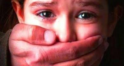 شاهد اغتصاب طفلة «8 سنوات» من 14 شخصا (فيديو)