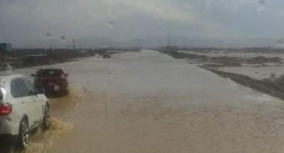 """اغلاق طريق """"رأس غارب"""" بالغردقة بسبب السيول"""