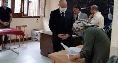 """""""محافظ القاهرة """"يدلي بصوته في انتخابات مجلس النواب بمصر الجديدة"""