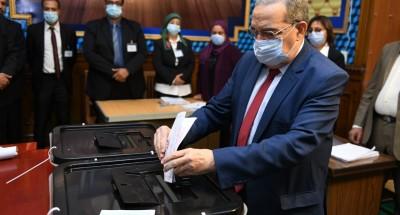 """""""وزير الدولة للإنتاج الحربي"""" يدلي بصوته في انتخابات مجلس النواب"""