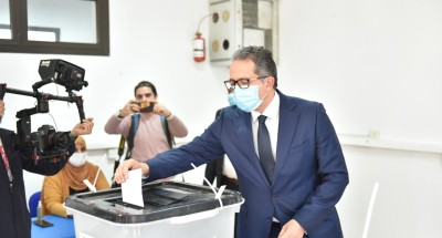 """""""وزير السياحة والآثار"""" يدلي بصوته في انتخابات مجلس النواب"""