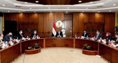 """""""وزير البترول"""" يجتمع مع وفد من الاتحاد المصرى لجمعيات المستثمرين"""