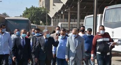 """""""محافظ المنيا"""" يتابع سير العمل داخل مشروع النقل الجماعي"""