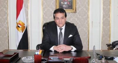 """""""عبد الغفار"""" يستعرض تقريرا حول مبادرة """"أدرس في مصر"""""""