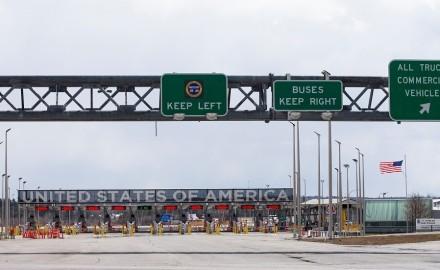 """""""كندا"""" تمدد إغلاق الحدود مع """"الولايات المتحدة"""" شهرا إضافيا بسبب """"كورونا"""""""