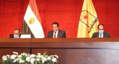 """""""عبدالغفار"""" يؤكد الالتزام بانتظام الدراسة والإجراءات الاحترازية"""