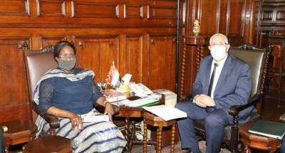 """""""القصير"""" يبحث مع """"وزيرة الزراعة والأمن الغذائي بجنوب السودان"""" آفاق التعاون الزراعي بين البلدين"""