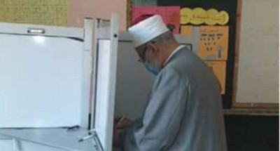 """""""وكيل الأزهر"""" يدلي بصوته في انتخابات مجلس النواب"""