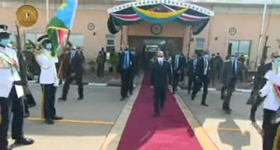 """الرئيس """"السيسي"""" يعود إلى القاهرة بعد زيارته لجنوب السودان (فيديو)"""