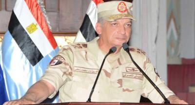 """""""وزير الدفاع"""" يجتمع مع عدد من مقاتلي الجيش الثالث الميداني للحفاظ على الاستعداد القتالي العالي"""