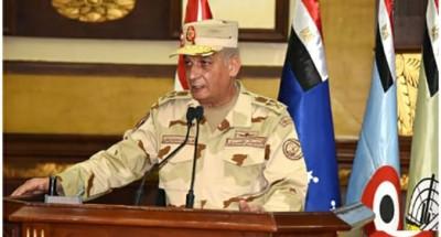 """""""وزير الدفاع"""" يجتمع مع عدد من مقاتلي الجيش الثاني الميداني"""