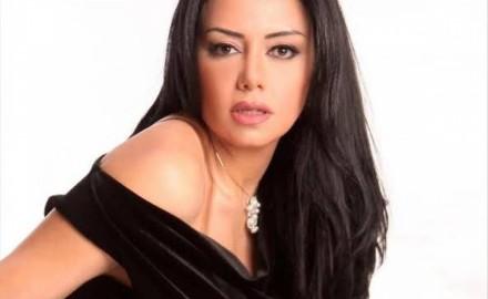 """""""رانيا يوسف"""": مفيش حاجة اسمها فرض الحجاب"""