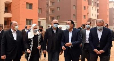 """""""رئيس الوزراء"""" يتفقد مشروع بديل العشوائيات بمدينة السلام"""
