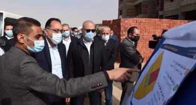 """""""رئيس الوزراء"""" يتفقد أعمال تنفيذ 20 ألف وحدة إسكان اجتماعى وبديل عشوائيات بمدينة العبور الجديدة"""