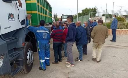 """""""وزير التنمية المحلية"""" يعلن تسليم دفعة من معدات منظومة المخلفات الصلبة بالمحافظات"""