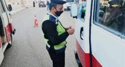 ضبط 57 سيارة مخالفة وتغريم سائقيها لعدم إلتزامهم بإرتداء الكمامة بالشرقية
