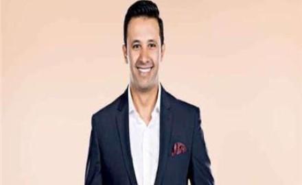«عمرو خليل» يعلن إصابته بكورونا: Positive الحمد لله على كل حال