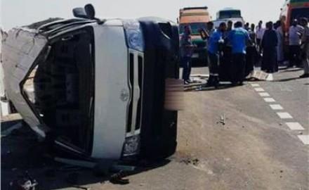 إصابة 12 شخص إثر انقلاب ميكروباص بالشرقية