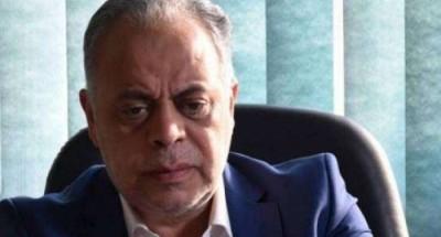 """""""أشرف زكي"""" من جنازة «هادي الجيار»: كان دايما بيسأل عني.. والمشاكل كلها بنحلها سوى"""