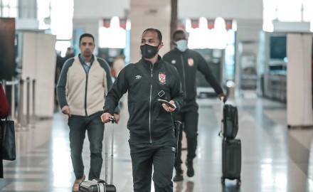 بعثة الأهلي تصل مطار القاهرة استعدادًا للسفر إلى السودان (صور)