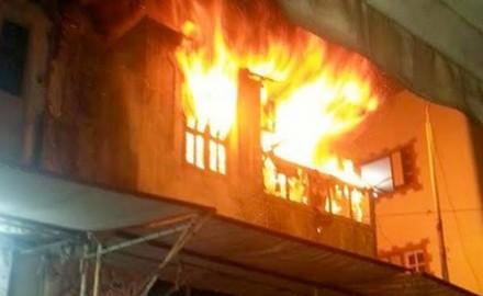 السيطرة على حريق شقة سكنية بأكتوبر و إنقاذ شاب