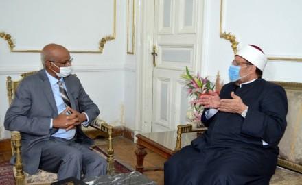 وزير الأوقاف يستقبل السفير السوداني بالقاهرة لحضور الدورة التدريبية الثانية