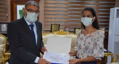 محافظ المنيا يكرم مريم جرجس الرابع مكرر على الجمهورية بالثانوية العامة