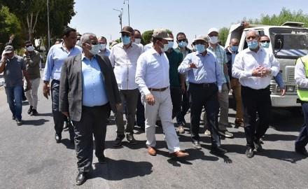 وزير التنمية المحلية ومحافظ الأقصر يتفقدان مشروعات إحياء طريق الكباش