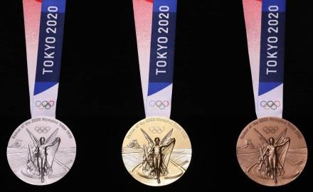 الفوز بالميدالية الفضية في رفع الأثقال