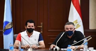 وزير الرياضة ومحافظ البحر الأحمر يناقشان إنشاء استاد للغردقة