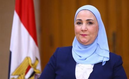 تنفيذ لتوجهات الرئيس عبدالفتاح السيسي.. صرف مستحقات لأسر الشهداء( تعرف علي أنشطة وزارة التضامن)