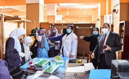 رئيس جامعة بني سويف: تطعيم 5000 طالب لليوم الثالث على التوالي داخل مراكز اللقاح